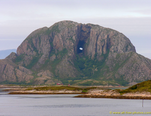 """Torghatten"" - der Berg mit Loch, in Helgeland, ©all-free-photos.com"