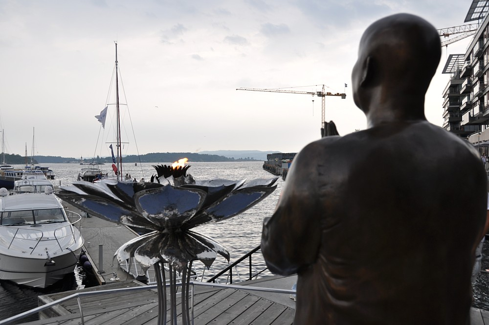 Das ewige Friedenlicht am Hafen (Aker Brygge)