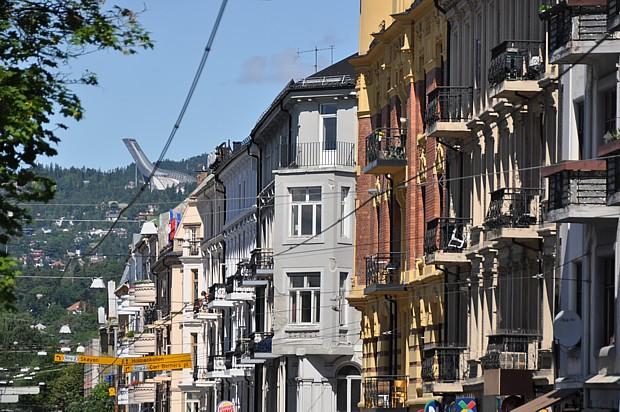 Oslo - Bogstadveien mit Blick auf den Holmenkollen