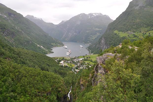 Kreuzfahrtschiffe im Geirangerfjord 2