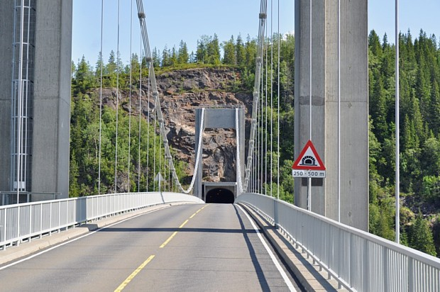 Brücke und Tunnel