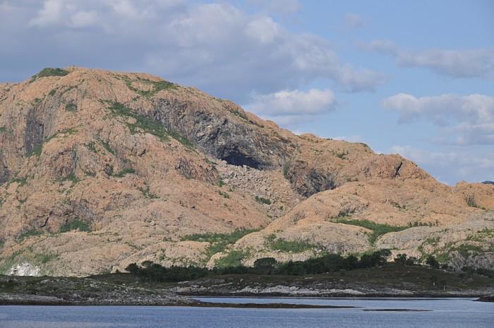 Rotes Gestein in Helgeland