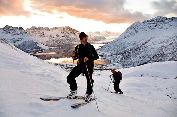 Ski fahren auf den Lofotem (c) Espen Mortensen