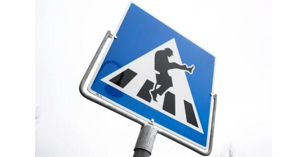 Silly Walks – Schild, Foto: Joakim Chavez Seldal