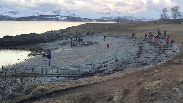 Sprung ins Wasser in Tromsø, Foto: Torill Ustad Stav / NRK
