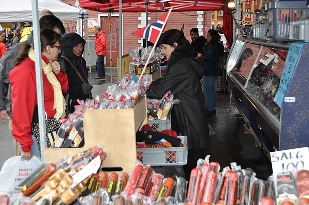 Einkaufen auf dem Fischmarkt in Bergen