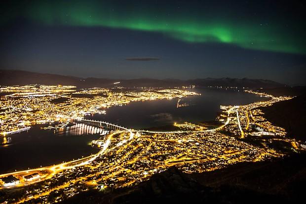 Tromsoe mit Nordlicht Copyright Karina Weinschenk