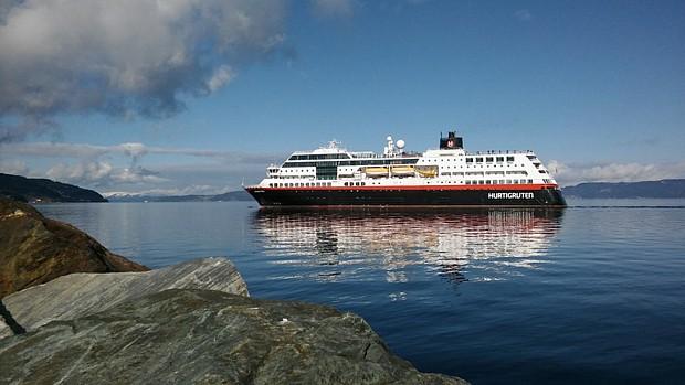 Hurtigrute Trondheimsfjord Schiff Kreuzfahrt (c) Hanne Wilden