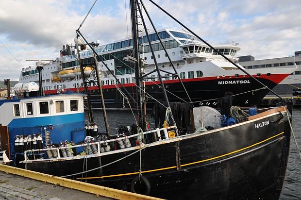 Hurtigrute und Tauchschiff