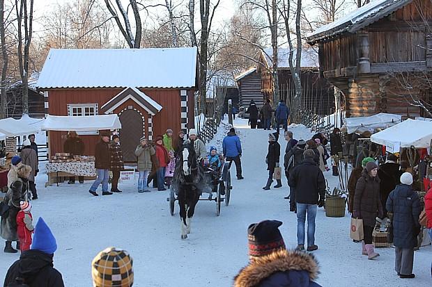 Weihnachtsmarkt in Oslo Freilichtmuseum Copyright theresa-soereidenorsk-fokemuseum-visitnorway