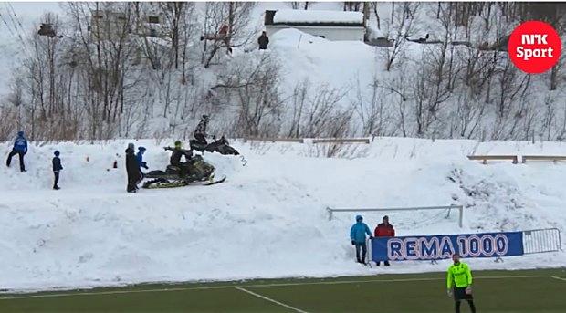 Schneemobilball