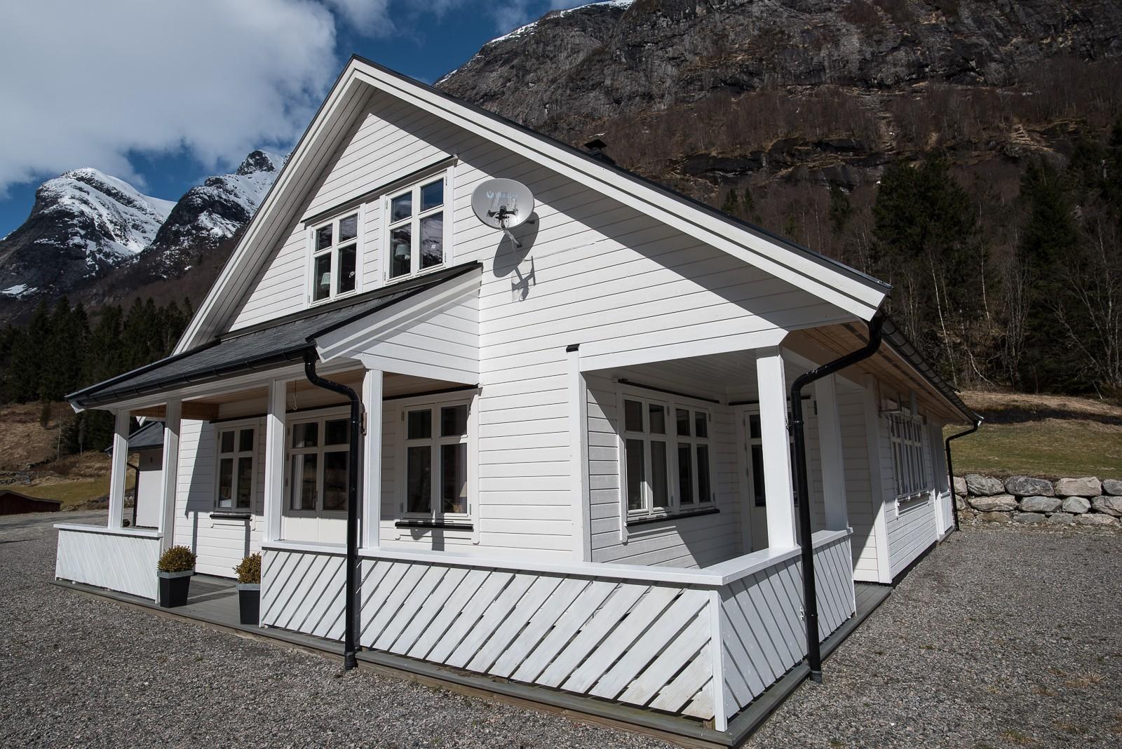 haus bei balestrand zu verkaufen norwegen service. Black Bedroom Furniture Sets. Home Design Ideas
