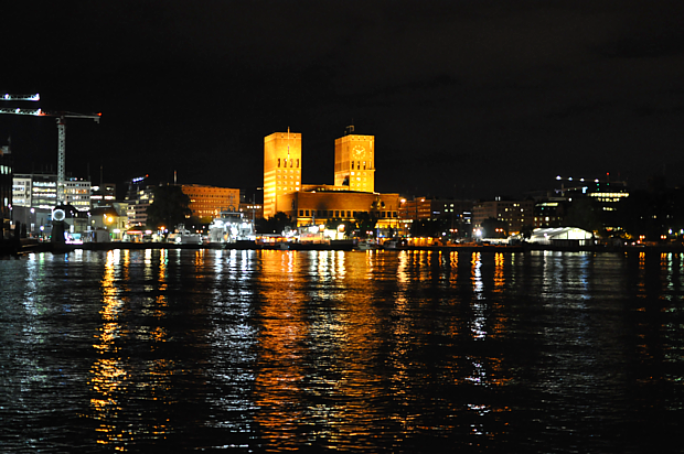 Oslo Rathaus am Abend