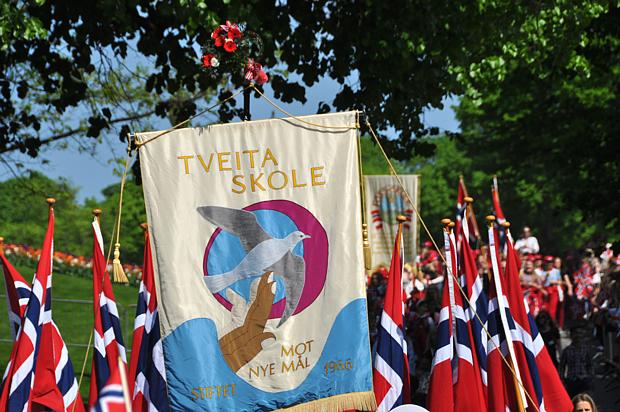 17 Mai Schule Flagge